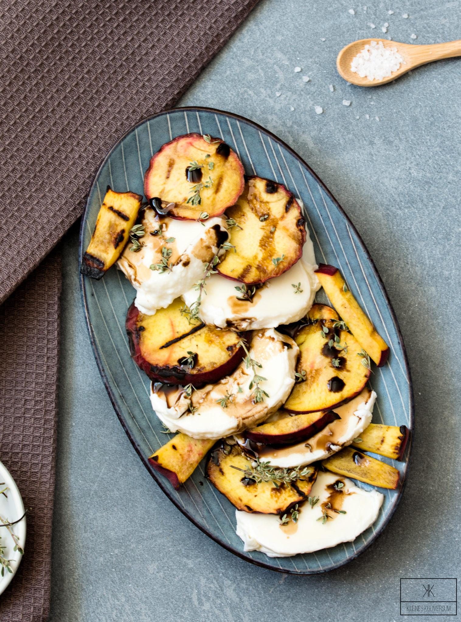 Gegrillte Pfirsiche mit Mozzarella und Honig-Thymian Dressing
