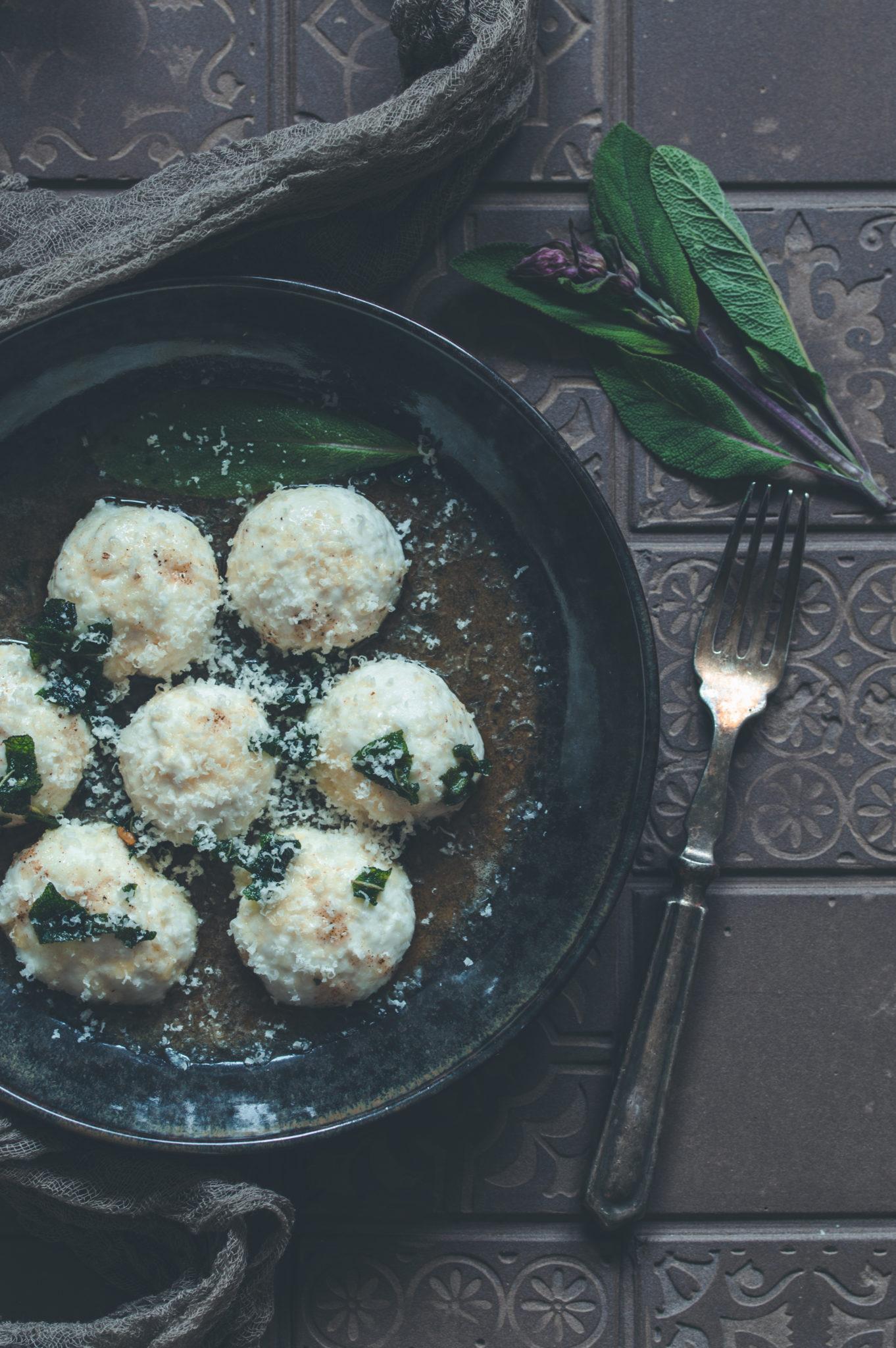 Gnudi al burro e salvia - Ricotta Gnocchi mit Butter und Salbei - Kleines Kuliversum